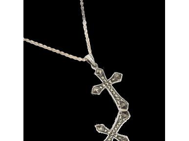 Croix argentée en pendentif