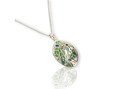 Colgante ovalado con dos libélulas esmaltadas en verde y azul