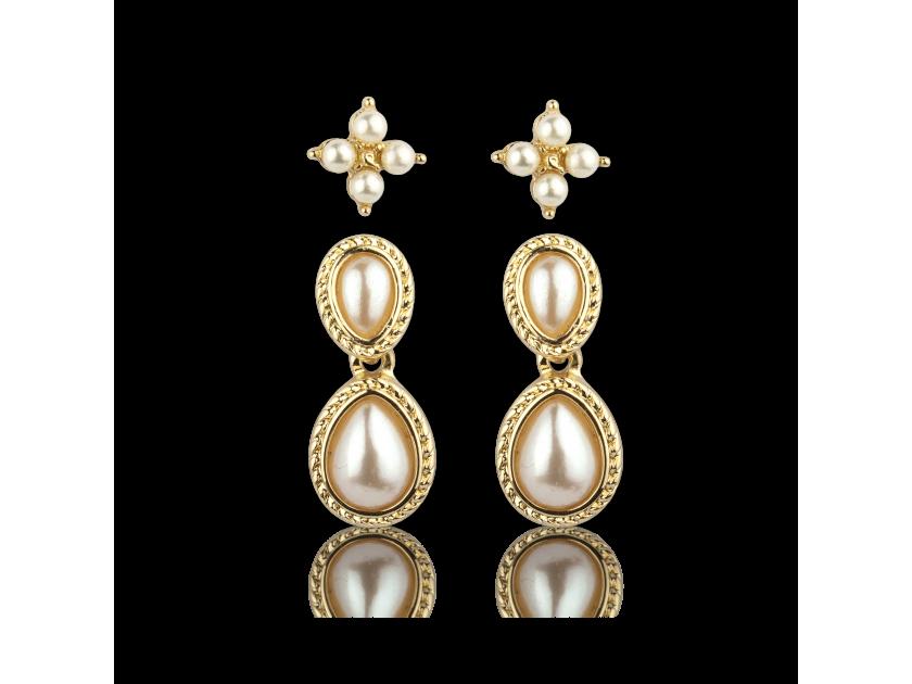Dos pares de pendientes dorados con perlas falsas