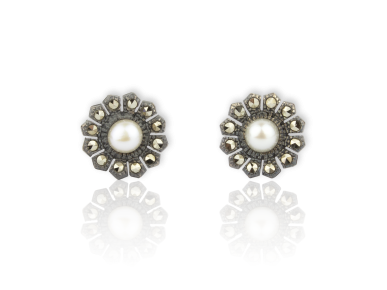 Silvery Daisy-shaped Stud Earrings set with Freshwater Pearls