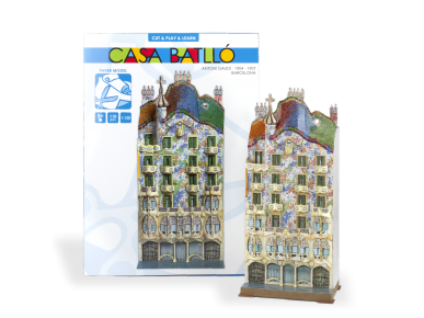 Model of the Casa Batlló assembled in front of its packaging