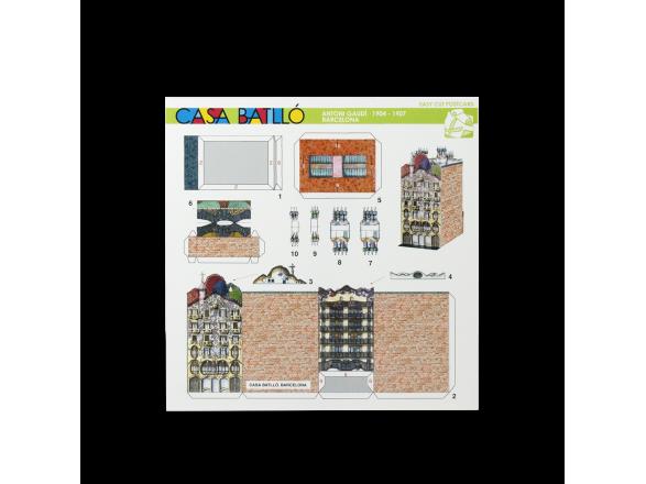 Anverso de una tarjeta que contiene las piezas a recortar para construir una mini maqueta de la Casa Batlló