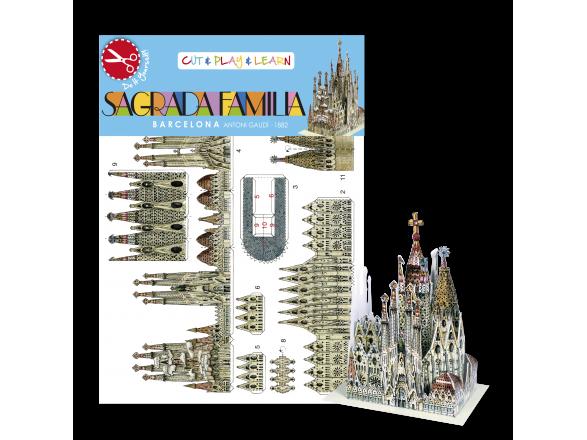 Pequeña maqueta de papel montada de la Sagrada Família delante de su embalaje