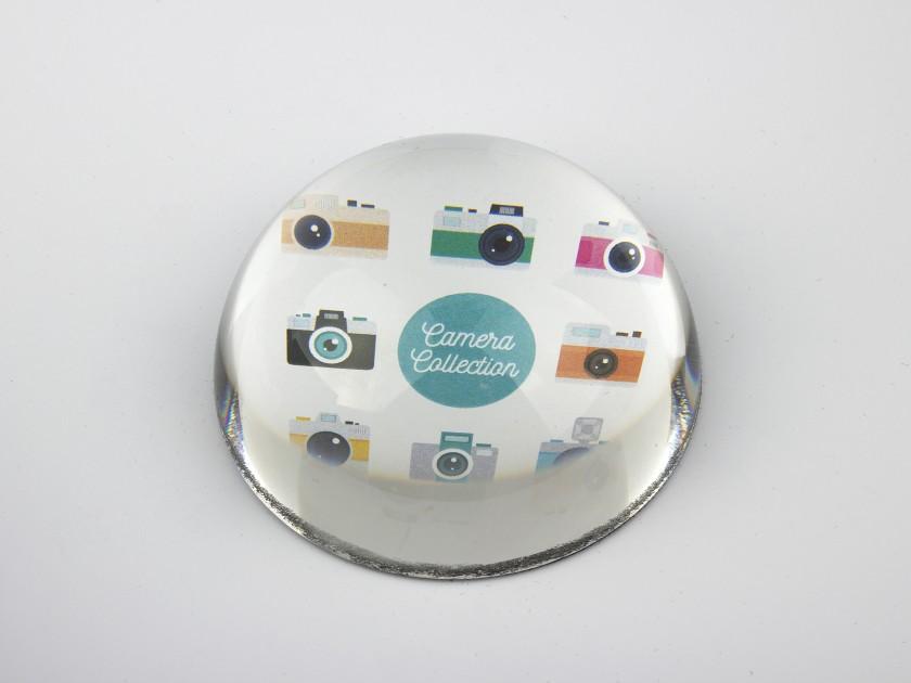 Pisapapeles de cristal visto desde arriba que muestra una ilustración de varias cámaras de colores