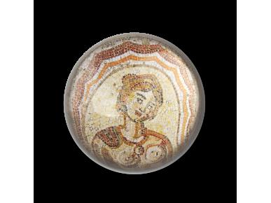 petjapapers de vidre vist des de dalt que mostra un detall de l'mosaic de Dotô reproduït en el seu interior