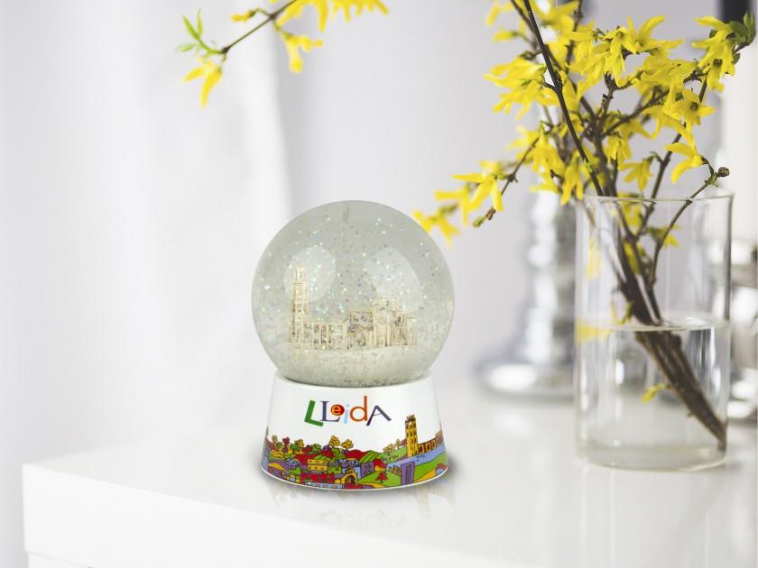 bola de nieve con una reproducción de la Catedral de Lleida en su interior