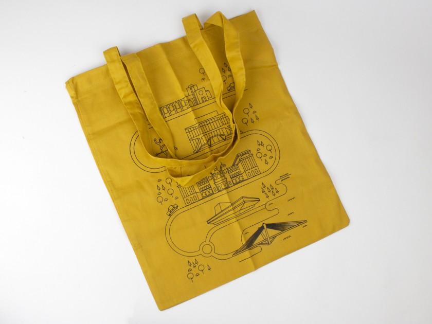Bolsa de tela de color mostaza con varios símbolos de la ciudad de Lleida impresos