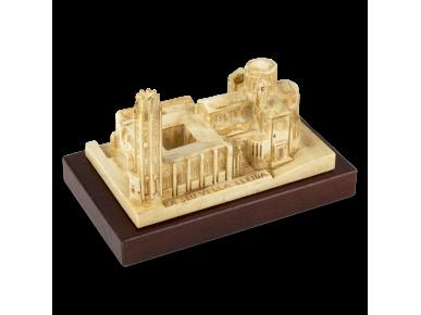 Maqueta de resina de la Catedral de Lleida sobre una base de fusta