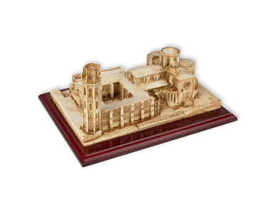 maqueta de resina de la Catedral de Lleida sobre una base de madera
