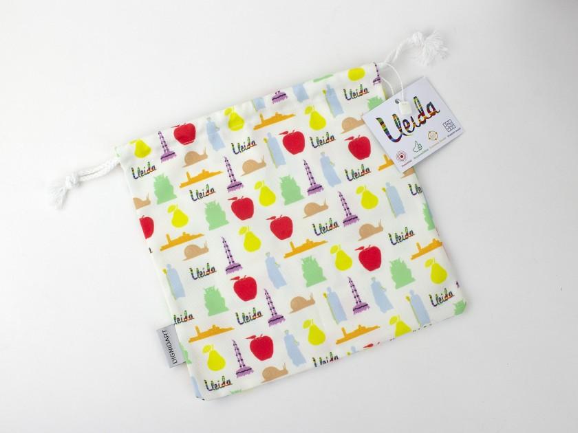 bolsa de tela blanca con diferentes símbolos de la cultura catalana impresos en color