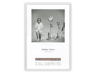 Póster con una foto en blanco y negro, con el nombre de Arthur Tress y la Galerie du Château d'Eau