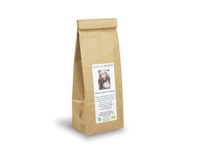 paquet de thé avec une étiquette oú sont imprimés une photo du visage de Notre Dame de Grasse et le nom du Musée des Augustins