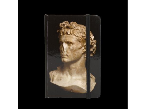 Cuaderno visto de frente con el busto de Augusto impreso en la tapa
