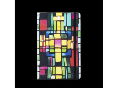 cuaderno visto de frente con una tapa impresa con vidrieras de colores