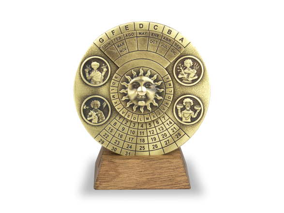 Calendario perpetuo de metal dorado sobre base de madera