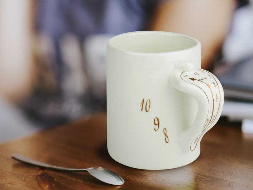 Mug classique émaillé en blanc et or