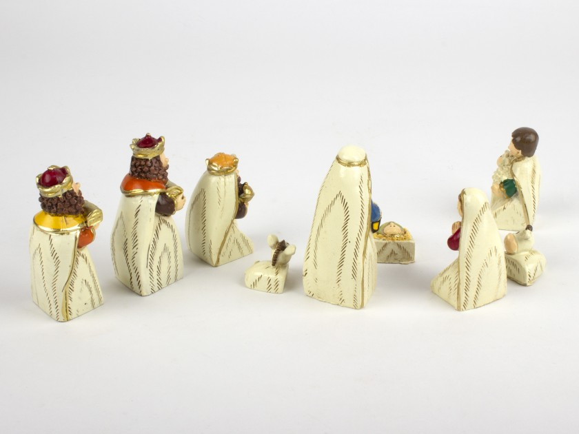 9 Christmas figures featuring the characters of the Nativity scene