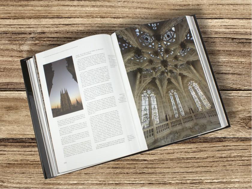 """cover of the book """"La catedral de Burgos. Ocho siglos de historia y arte""""."""