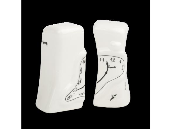 un salero y pimentero de cerámica esmaltada en blanco y negro
