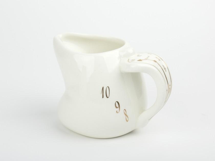 Jarrita de leche de cerámica esmaltada en blanco y oro