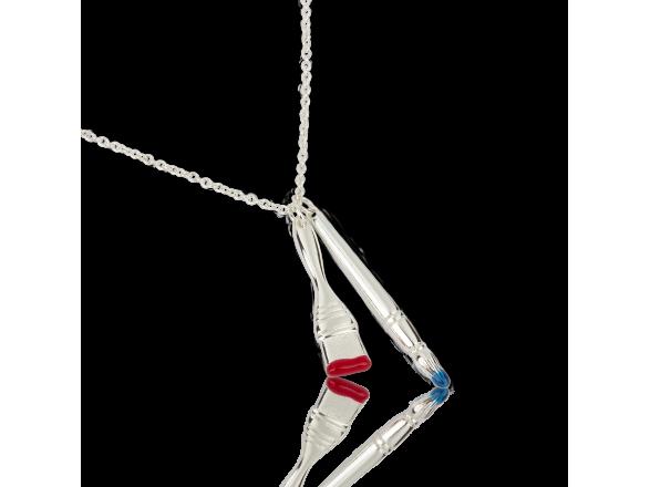 Colgante de plata con dos pinceles con pelos rojos y azules