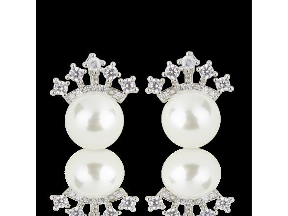 Pendientes de perlas de imitación rematados con una pequeña corona plateada engastada con cristales transparentes