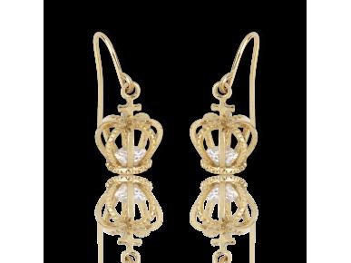 Pendientes en forma de coronas doradas con un cristal transparente en su interior